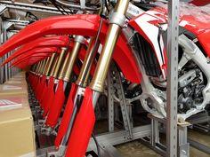 The weapon has arrived! Die neuen Honda Motocross CRF250 2018 sind angekommen! https://motocrossshop.ch/motocross-kaufen #crf250 #honda #powerofdreams #honda2018 #motocross #crf2502018 #ridered #theweapon #totalholeshot #mxacademy #hondadealer #hondashop #season2018 #hondateam