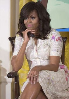 . Barrack And Michelle, Michelle And Barack Obama, Barack Obama Family, Malia And Sasha, Michelle Obama Fashion, American First Ladies, First Black President, Glamour, Madame