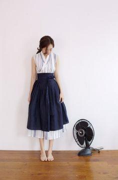 안녕하세요 장홍한복 입니다 이번에 보여드릴 철릭원피스는 더운 여름 시원하게 입으실수 있는 민소매 스트... Korean Traditional Dress, Traditional Dresses, Korean Dress, Korean Outfits, Korea Fashion, Asian Fashion, Korean Fashionista, Dress Outfits, Casual Dresses