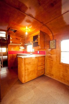 El Cosmico – An exodus from the world of urgency Airstream Campers, Airstream Interior, Trailer Interior, Camper Caravan, Remodeled Campers, Camper Trailers, Retro Trailers, Hippie Vintage, Vintage Rv