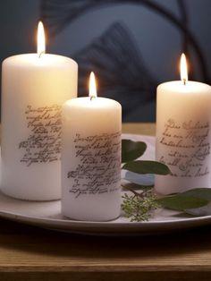 Kerzen bestempeln:Stempel mit Stempelfarbe inken -Kerze mit etwas Druck üer Stempel rollen; Mattlack (z.B. von Rico design) aufsprühen, mehrere Stunden gut durchtrocknen lassen