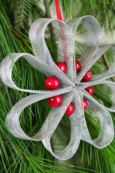 This site has a bunch of Christmas tree ornament ideas using screen. DIY Christmas Ornament #5 • Heart