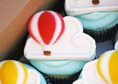 How to Make Hot Air Balloon Cupcake Toppers • CakeJournal.com