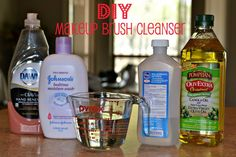 DIY Makeup Brush Cleaner : quick, easy, natural, from Homestead Love