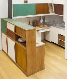 Designing Modern Women at MoMA Kitchen from the Unité d'Habitation, Marseille, France by Charlotte Perriand with Le Corbusier Charlotte Perriand, Le Corbusier, Kitchen Interior, Modern Interior, Interior Architecture, Chinese Architecture, Futuristic Architecture, Home Furniture, Furniture Design