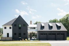 Modern farmhouse exterior - Dream Home A Modern English FarmhouseBECKI OWENS – Modern farmhouse exterior Interior Modern, Home Interior, Style At Home, Home Design, English Farmhouse, Farmhouse Plans, Modern English, Dream English, Modern Farmhouse Exterior
