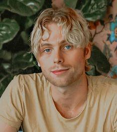 5sos Luke, 1d And 5sos, Luke Hemings, 5sos Memes, Luke Roberts, 5secondsofsummer, Baby Turtles, Kurt Cobain, Falling In Love