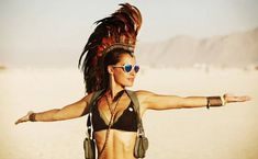 40 photos des filles les plus stylées aperçues au Burning Man Festival (page Burning Man Mode, Burning Man People, Burning Man 2016, Burning Man Outfits, Burning Man Fashion, Mad Max, Black Rock, Documentary Film, Masquerade