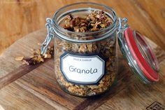 Healthy granola met speculaas - Focus on Foodies Healthy Bars, Healthy Baking, Healthy Snacks, Healthy Recipes, Eat Healthy, Veggie Recipes, Feel Good Food, Love Food, Sin Gluten