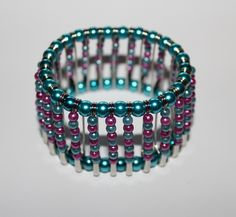 Bracelet made of safety pins and pearls / Armband aus Sicherheitsnadeln und Perlen
