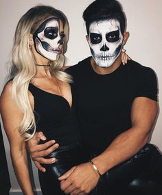 70 Genius Couples Halloween Costumes 70 Genius Couples Halloween Costumes My happy Buddha MyhappyBuddha Halloween Make up Whatever your age Halloween is a great time nbsp hellip Costume Halloween, Different Halloween Costumes, Mode Halloween, Cute Halloween Makeup, Last Minute Halloween Costumes, Halloween Makeup Looks, Scary Halloween, Halloween 2019, Scary Couples Halloween Costumes