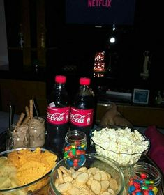 Healthy Snacks for Watching Movies Sleepover Snacks, Movie Night Snacks, Fun Sleepover Ideas, Sleepover Party, Girl Sleepover, Sleepover Activities, Movie Nights, Party Activities, Party Games