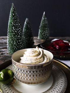 Caramelized prunes with poppy seed cream - a wonderful sugar-free Christmas dessert - Larti Sanat 3112 Delicous Desserts, Gourmet Desserts, Great Desserts, Dessert Recipes, Caramel Deserts, Caramel Recipes, Raffaello Dessert, 7 Course Meal, Japan Dessert