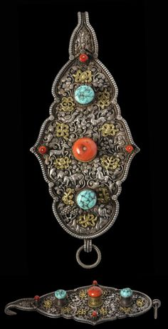 Tibet/Nepal | Parcel gilded chased belt ornament (Lochab) with turquoise and coral | Early 20th century | Price on request