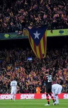 FC Barcelona 1-3 Real Madrid | Espectacular mosaico en las gradas del Camp Nou. [26.02.13]