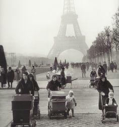 Promenade au Champ-de-Mars, Paris, 1934