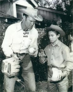 CHUCK CONNORS JOHNNY CRAWFORD THE RIFLEMAN 8X10 Photo RF-166