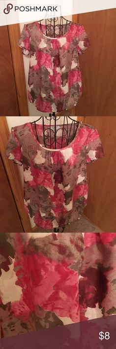 Ann Taylor Loft blouse😍❤️ Beautiful floral size medium in good preowned condition 😄❤️ Ann Taylor Tops Blouses