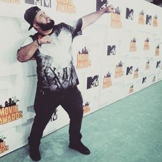 It's Chuey Martinez flexin' at the 2015 MTV​ Movie Awards! See more of his pics from the show & some celebrity selfies: http://chubstr.com/2015/entertainment/chuey-martinez-blue-carpet-mtv-movie-awards-2015/