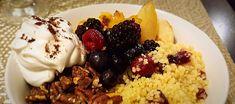 Couscous matinal aux poires caramélisées à l'érable, pacanes et crème de coco