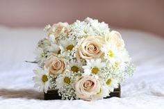 Résultats Google Recherche d'images correspondant à http://rosesetc.files.wordpress.com/2012/04/roses-by-claire-bouquet-mariage-daisy.jpg