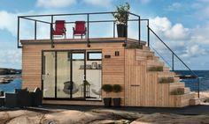 Steps 15: original caseta prefabricada de madera. Caseta prefabricada sueca que cuenta con espacio de azotea, escalera con jardín, cocina portátil, así como armarios y huecos de almacenamiento. 15m2.      #CasasPrefabricadas