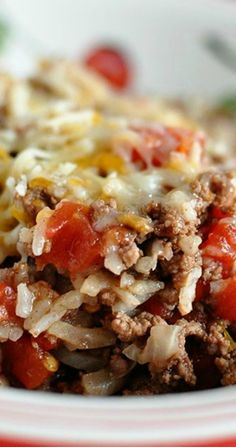 Porcupines in a Skillet- one of our favorite family dinner recipes. A crowd plea… Porcupines in a Skillet- one of our favorite family dinner recipes. A crowd pleaser for sure! A dinner idea the whole family will love! Skillet Meals, Skillet Recipes, Dinner Ideas Hamburger Meat, Hamburger Recipes For Dinner, Healthy Hamburger Recipes, Hamburger Dishes, Healthy Recipes, Think Food, Ground Beef Recipes