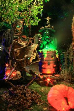 70 Cool Outdoor Halloween Decorating Ideas - About-Ruth Creepy Halloween Props, Spooky Halloween Decorations, Halloween Scene, Theme Halloween, Outdoor Halloween, Fall Halloween, Halloween Ideas, Halloween Stuff, Halloween Lighting