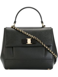 """Comprar Salvatore Ferragamo bolso tote """"Carrie"""" en Vitkac from the world's best independent boutiques at farfetch.com. Shop 300 boutiques at one address."""
