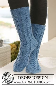 Socks & Slippers - Free knitting patterns and crochet patterns by DROPS Design Crochet Socks Pattern, Knitting Patterns Free, Free Knitting, Free Pattern, Cable Knit Socks, Knitting Socks, Drops Design, Magazine Drops, Mittens