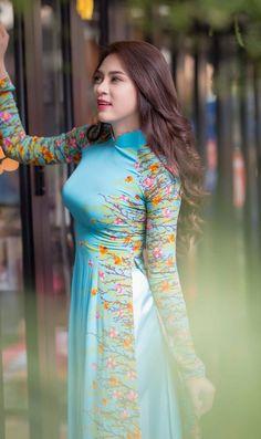 Vietnamese Traditional Dress, Traditional Dresses, Asian Woman, Asian Girl, Asian Ladies, Beautiful Long Dresses, Beautiful Asian Women, Ao Dai, Modern Fashion