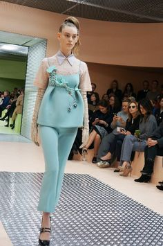 ドラジェカラーのプラダ 最新ファッショントレンド情報 ファッショントレンド:シュワルツコフ オンライン