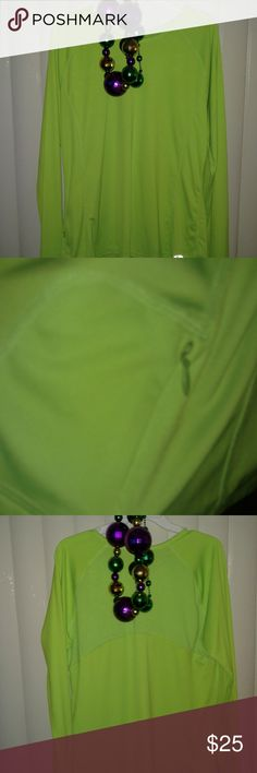 Champion Long Sleeve Duodry Women's Top EUC Lime Green Size XL Small zippered pocket on the right hem line Mesh across 1/3 of the back Long sleeves EUC Champion Tops Tees - Long Sleeve