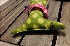 Rybička zelená Dinosaur Stuffed Animal, Sewing, Animals, Dressmaking, Animales, Couture, Animaux, Fabric Sewing, Animal Memes