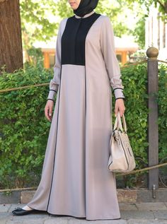 Everyday elegance is easier than you think with this gorgeous flowing abaya. The contrasting panels and subtle pleats will leave you feeling stylish all through the day. Slit pockets add a practical touch without losing any sophistication. Modest Dresses, Trendy Dresses, Simple Dresses, Abaya Fashion, Fashion Dresses, Moslem Fashion, Hijab Style Dress, Mode Abaya, Modele Hijab