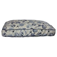 Ideal for lazy afternoons on the porch and evenings around the fireplace, this chic indoor/outdoor pet bed offers your four-legged companion a cozy resting s...