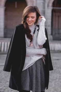 Ready for winter   Röcke im Winter Streetstyle, streetwearfashion, fashionblog, herbstoutfit, winteroutfit rock, winter look grey, brunette girl, skirt and sweater, sweater weather, outfit inspiration winter