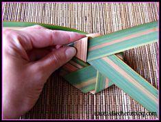 How to make flax flowers Step 5 Flax Flowers, Diy Flowers, Flower Diy, Palm Frond Art, Palm Fronds, Flax Weaving, Flax Plant, Maori Designs, Fast Growing Plants