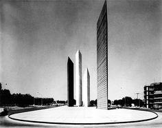 Torres de Ciudad Satélite, Luis Barragán-Mathias Goeritz, Naucalpan de Juárez, Estado de México, 1957—1958   José Miguel Hernández Hernández