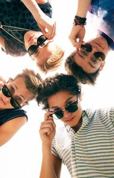 """My favourite picture of the Vamps<span class=""""EmojiInput mj40"""" title=""""Heavy Black Heart""""></span>️"""