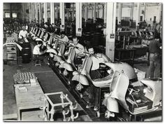 Italian Vintage Photographs ~ The Vespa factory in Italy (early Piaggio Scooter, Vespa Lambretta, Retro Scooter, Best Scooter, Vintage Vespa, Motor Scooters, Vespa Scooters, Classic Vespa, Assembly Line