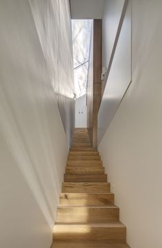 The Birchgrove House is a small two-level home by Nobbs Radford Architects in Sydney, Australia. Home Room Design, House Design, Stucco Walls, Outdoor Bathrooms, Modern Stairs, Kitchen Images, Level Homes, Indoor Outdoor Living, Houses