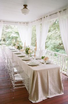 La Tavola Fine Linen Rental: Gwenyth Ivory with Topaz Fog Napkins | Photography: Michelle Lange Photography, Design, Planning & Florals: Kelly Strong Events, Paper Goods: Ink Revival, Rentals: Total Events