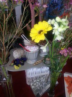 mini marshmellows Crumpets, Waffle, Table Decorations, Mini, Plants, Home Decor, Buns, Decoration Home, Room Decor