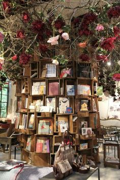 A book tree in one of the bookshops in Italy / Galina Egorova..