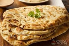 Homemade naan bread If you love the texture and taste this traditional Indian bread, then you'll be pleasantly surprised to know how simple it is to make at home. Best Diet Foods, Best Diets, Indian Food Recipes, Diet Recipes, Ethnic Recipes, Bread Recipes, Homemade Naan Bread, Psyllium, Garlic Naan