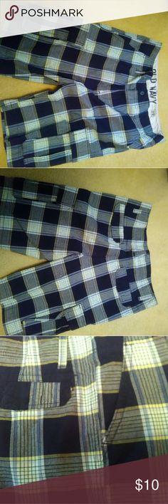 "Shorts, never worn Plaid cargo shorts inseam 11"", 100 cotton, pockets Old Navy Shorts Cargo"