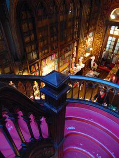 Libraria Lello - fii Harry Potter pentru o zi  #Portugalia #Portugal #LibrariaLello #Library #HarryPotter #Librarie #Europa #Impresiicalatorie #Sfaturicalatorie   http://gabbella28.blogspot.com/2018/01/libraria-lello-un-alt-vis-implinit.html
