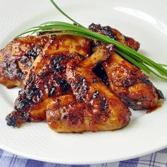 Honey Chili Barbeque Chicken - there's still plenty of days left to grill up a great dinner on the backyard BBQ, like this sticky honey barbeque chicken with chili con carne inspired spice flavors.
