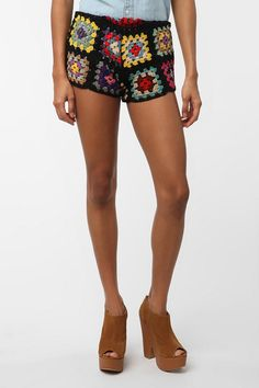 Reminiscent of the Afghans my grandma used to make...I want to make a pair of these shorts